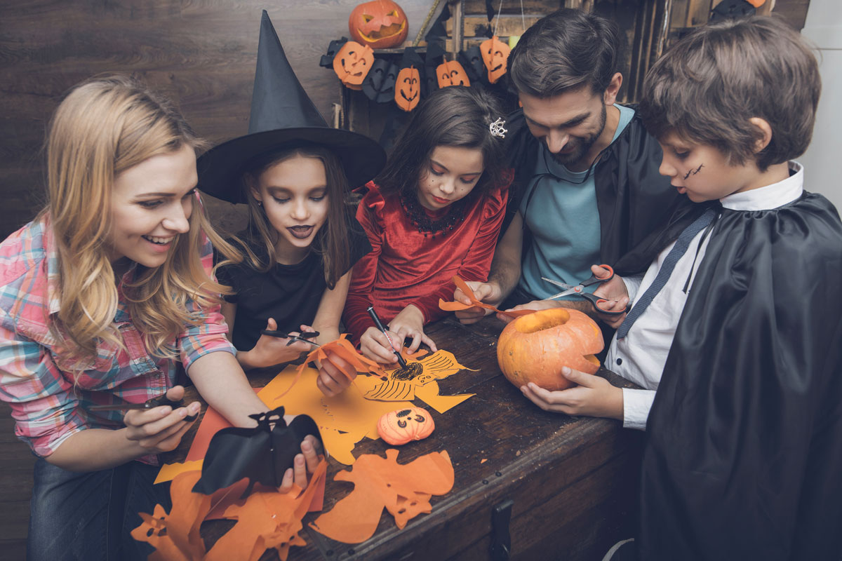 Activities for Families to Do Together This Halloween